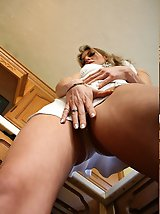 25 pictures - Up upskirt picture gallery