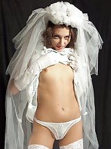 9 pictures - Gallery of Sexy Bride Exposed